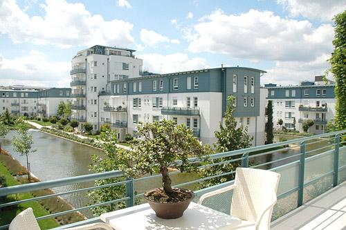 btt serviced apartments wohnoase am hochweg im westen regensburgs m bliert wohnen unterkunft. Black Bedroom Furniture Sets. Home Design Ideas